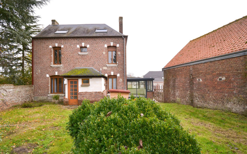 Maison de maître à finir de rénover axe Amiens-St Quentin