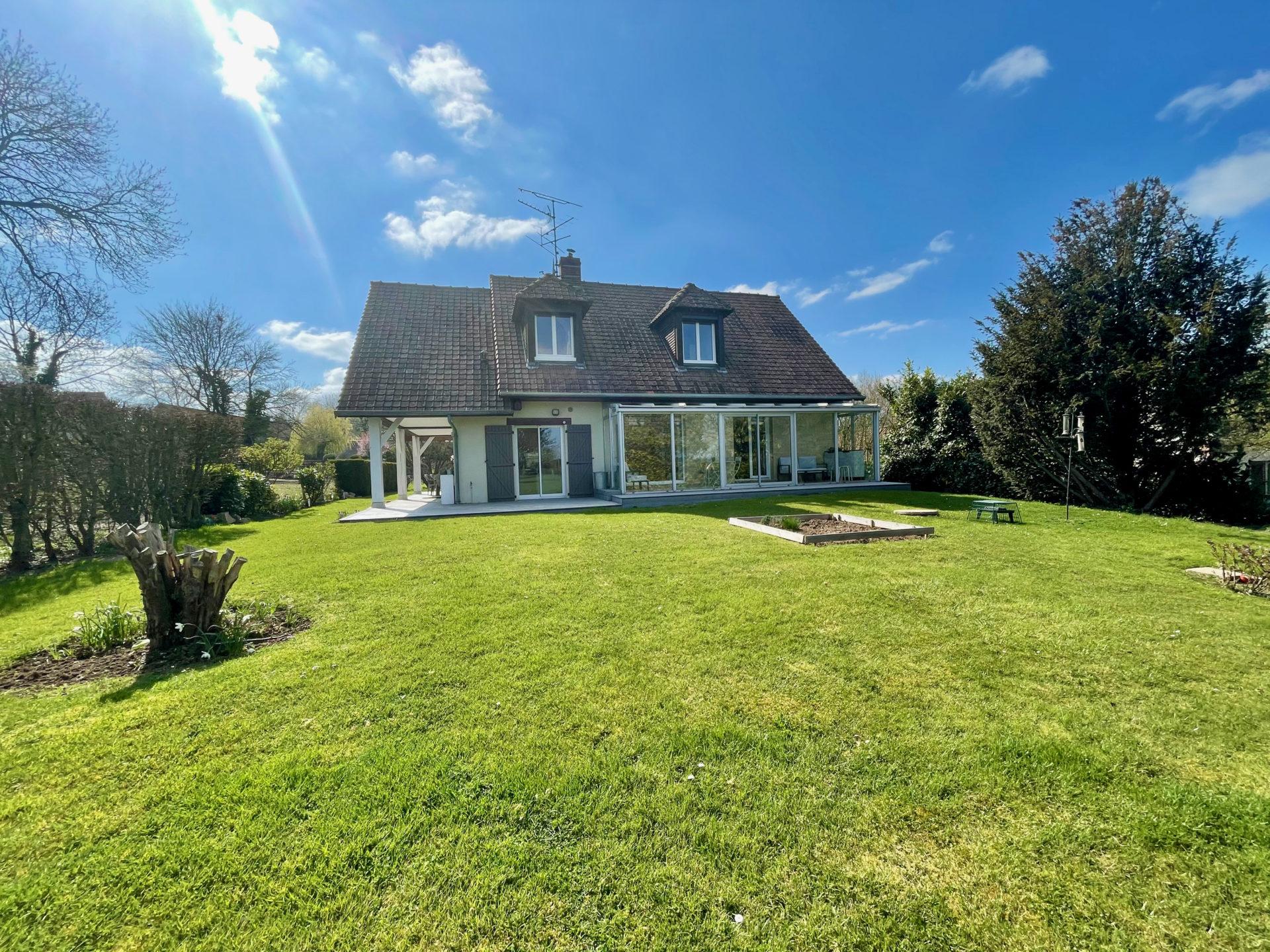Charmante maison de 130 m2 à  14 km Amiens Ouest.